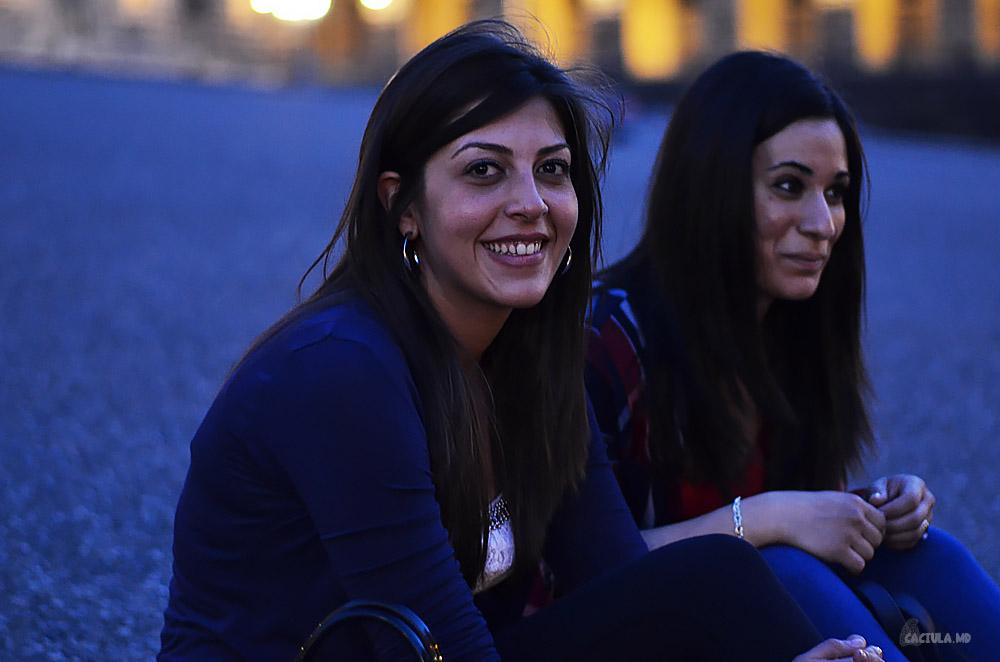 Caciula познакомилась с красивыми девушками из Сицилии