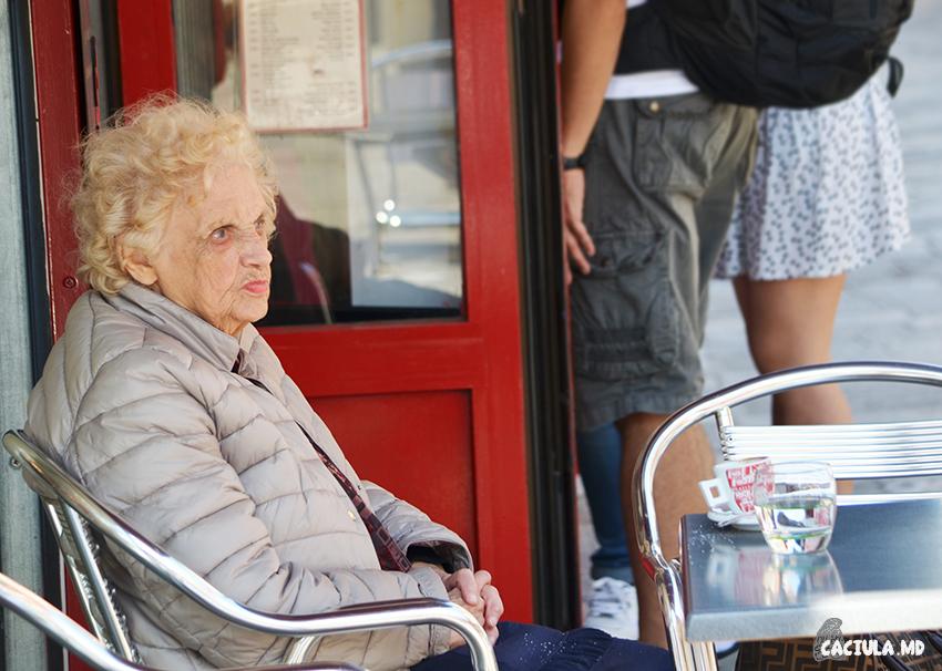 Местные пьют кофе днем и вечером, вне зависимости от погоды и настроения.