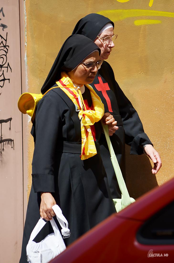 nuns_Roma_caciula_md