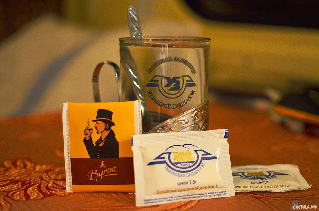 две чашки чая в вагоне СВ поезда Киев-Львов