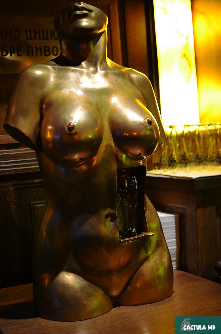 Женская грудь с пивом в Кумпеле