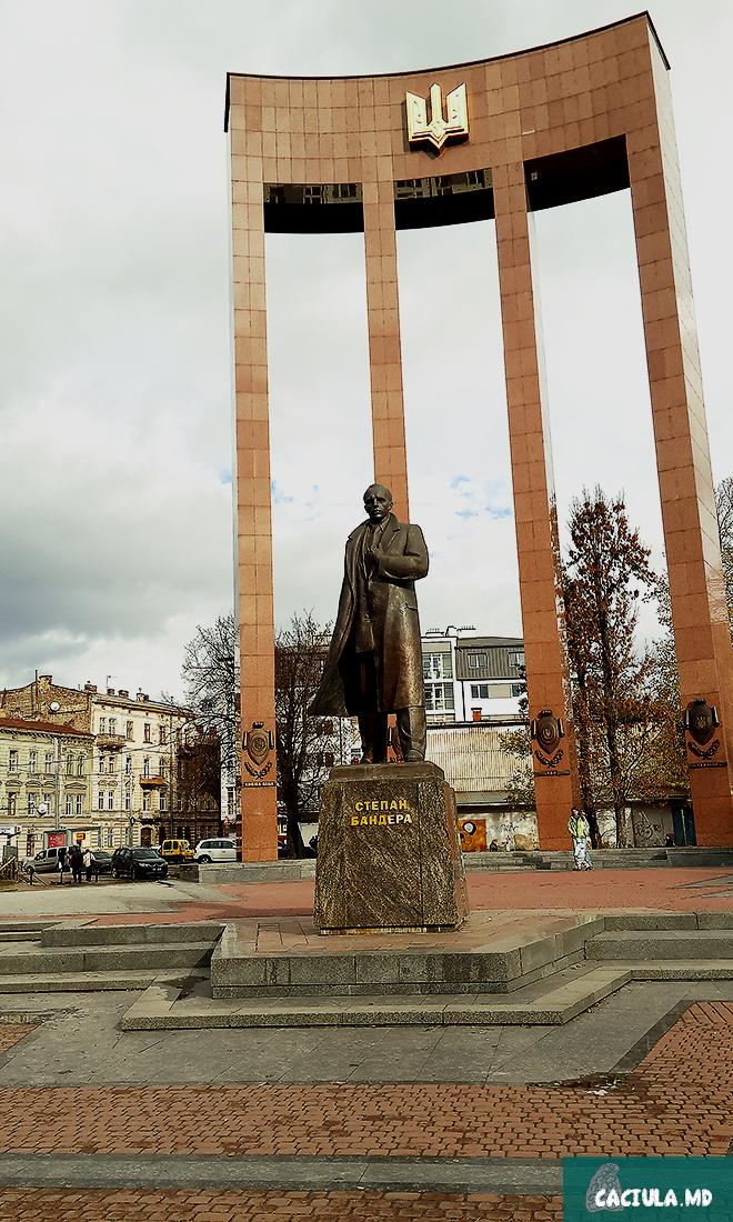 Памятник Степану Бандера