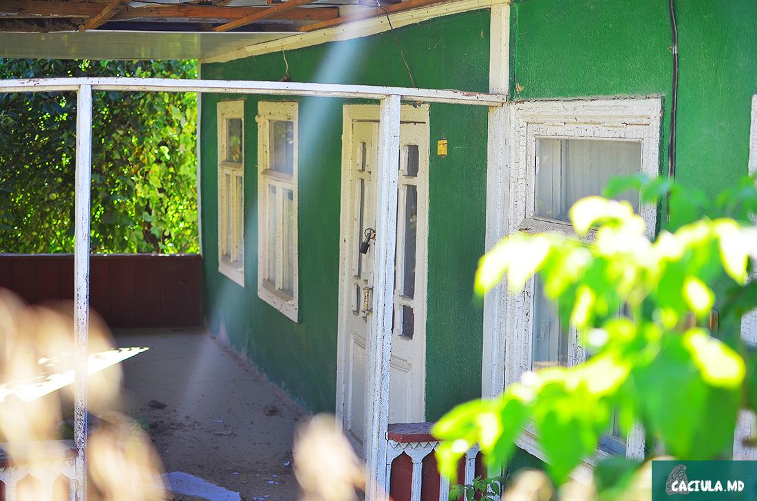 зеленый домик в Требуженах Молдавия