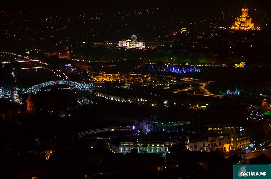 вид на ночной Тбилиси 2016 с крепости Нарикала