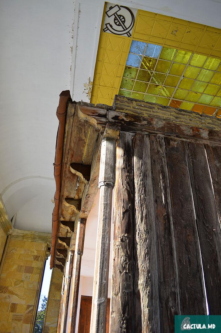 старый дом где родился сталин упирается в новый совесткий потолок