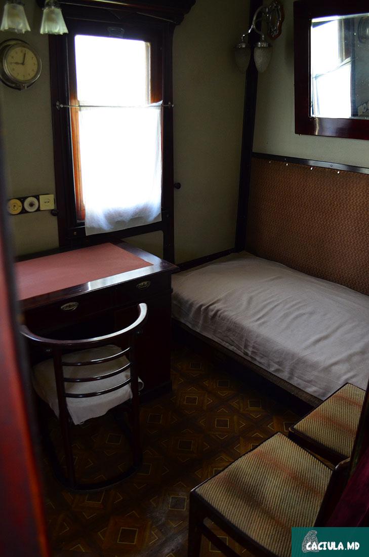 комната в вагоне сталина, где он спал и работал