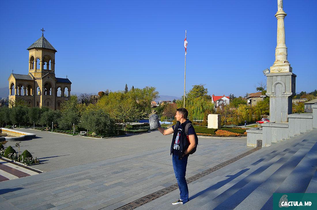 Собор Святой Троицы Тбилиси относится к самым почитаемым православным храмам