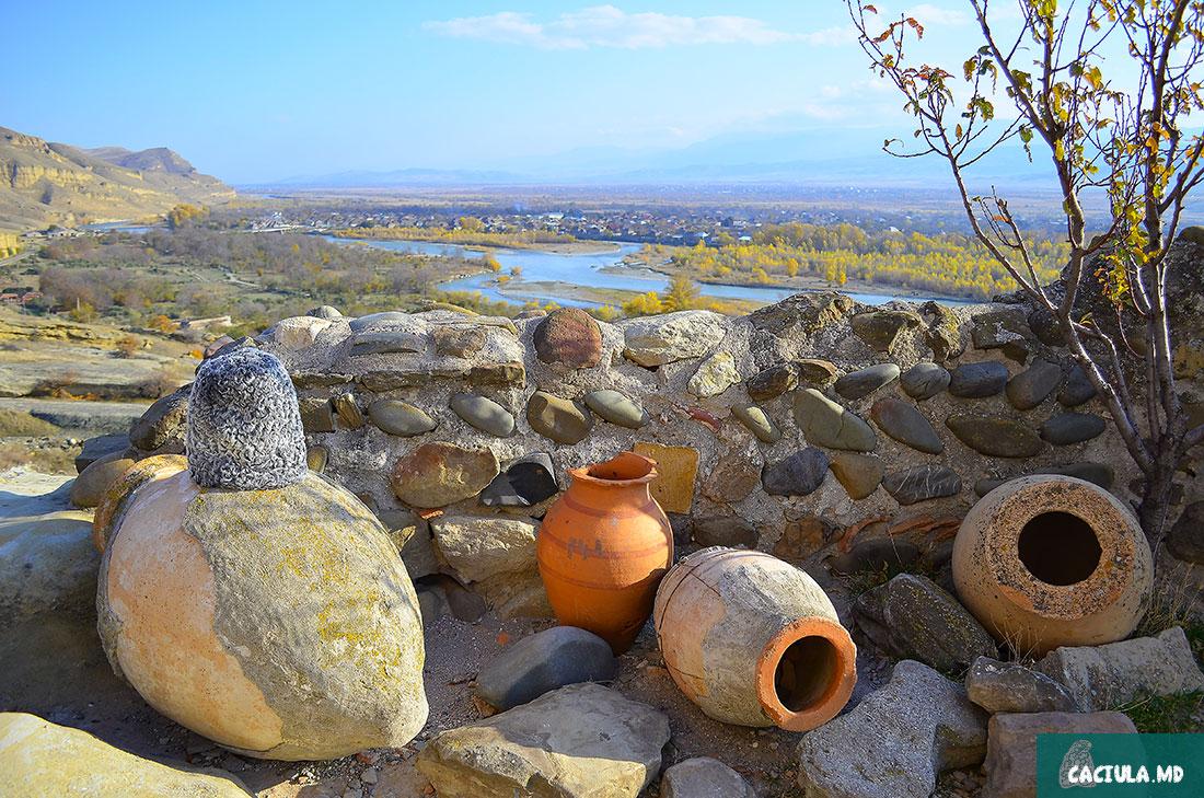 старые кувшины в древнем Уплисцих