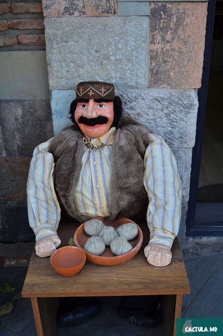 декоративные хинкали, фото Тбилиси 2016