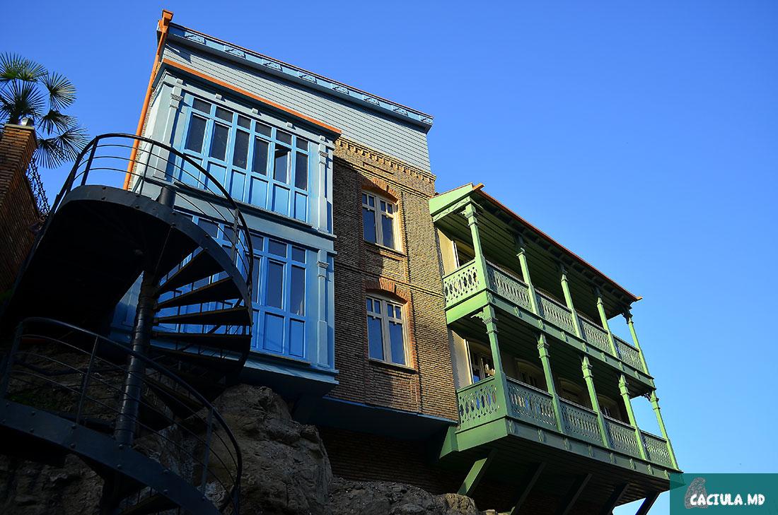 домики старого Тбилиси вновь имеют современный вид
