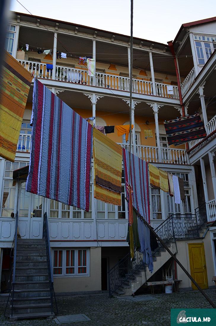 городские пейзажи Тбилиси, как сушат ковры в Тбилиси