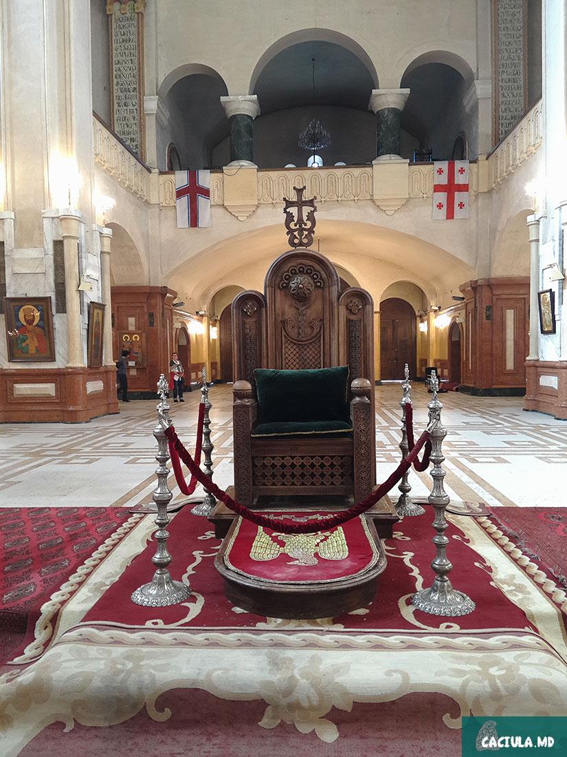 трон в Тбилисский Собор Святой Троицы, достопримечательности Тбилиси, Тбилиси 2016
