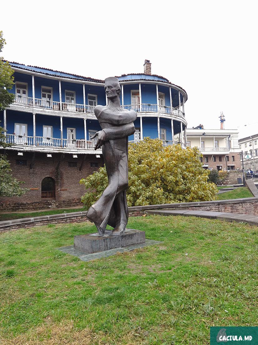 памятник возле Бараташвили улицы, Тбилиси 2016