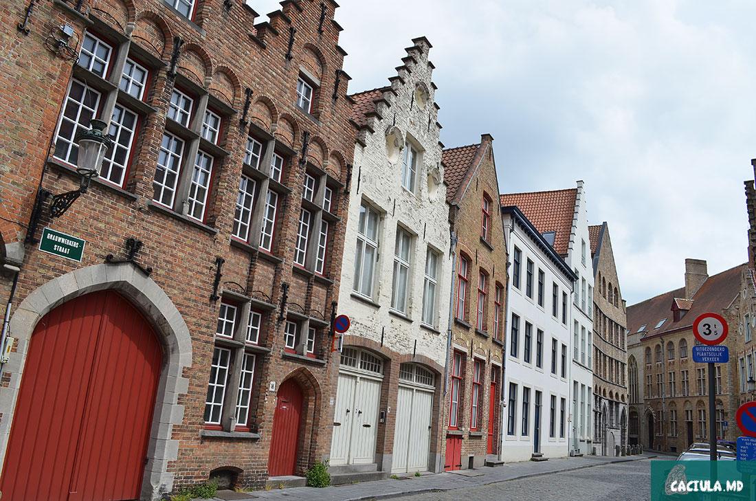 Брюгге, кэчулу в Брюгге, caciula in Bruge, Бельгия весной, Залечь на дно в Брюгге, поездка в Нидерланды и Бельгию, Брюгге под присмотром ЮНЕСКО, башня Белфорт, Гроте Маркт, музеи Брюгге, музей шоколада, музей картошки фри, церковь богоматери в Брюгге, достопримечательности брюгге, архитектура Брюгге, земли Фландрии, серый но великий город Брюгге, народное бельгийское ремесло, этой Северной Венеции, Фламандцы и валлонцы, пивной рай, Архитектура Брюгге, каналы города, Готическая архитектура Брюгге, старые кафе и пивные бары города Брюгге, Башня Белфорт, Гроте Маркт, Музей изящных искусств Брюгге, Церковь Святой Крови Христовой, Археологический музей Брюгге, Госпиталь Св. Иоанна, Монастырь бегинок в Брюгге, Монастырь Тер Доест в Брюгге, Музей картофеля фри, Frietmuseum, Музей пивоварения De Halve Maan, Музей шоколада в Брюгге, Церковь Богоматери в Брюгге