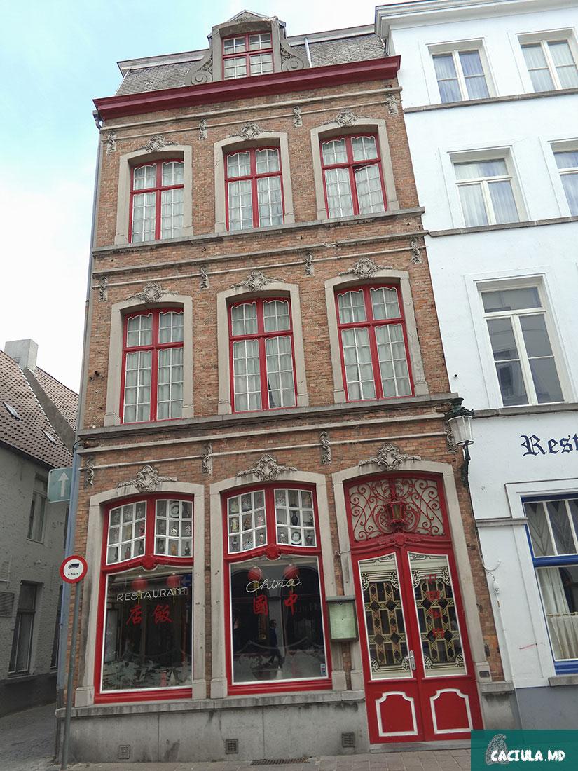 Брюгге, кэчулу в Брюгге, caciula in Bruge, Бельгия весной, Залечь на дно в Брюгге, поездка в Нидерланды и Бельгию, Брюгге под присмотром ЮНЕСКО, башня Белфорт, Гроте Маркт, музеи Брюгге, музей шоколада, музей картошки фри, церковь богоматери в Брюгге, достопримечательности брюгге